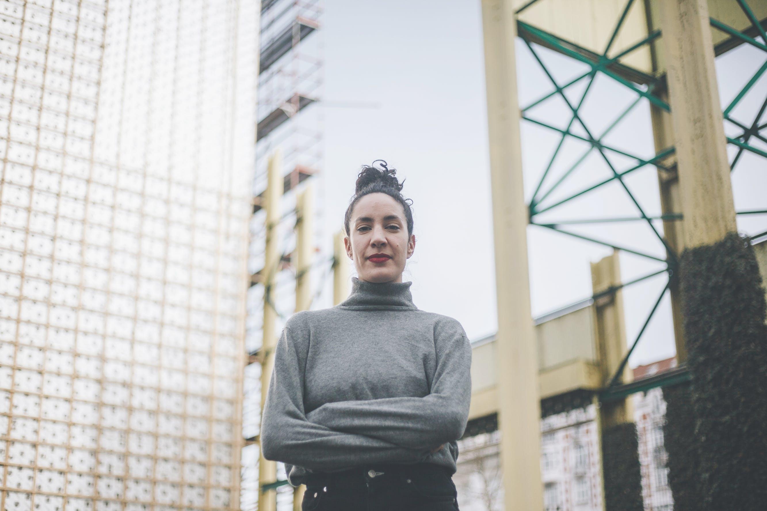 Hoe Souria Cheurfi ijvert voor meer vrouwelijke artiesten in de Brusselse muziekscene